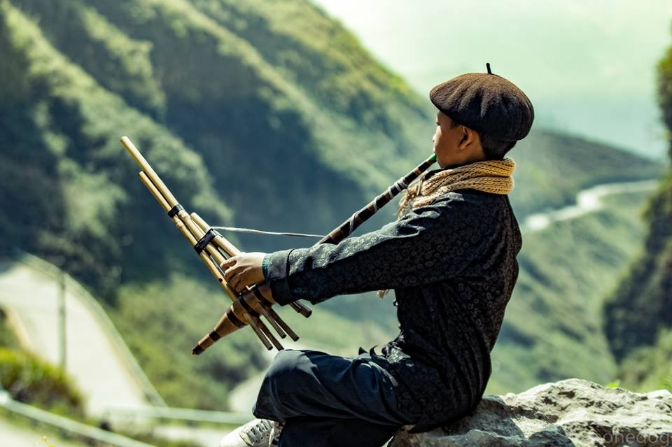 Chàng trai H'Mông ở Hà Giang trên vòng cung Đông Bắc