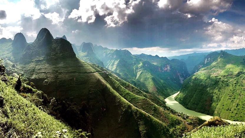 Kỳ vĩ Cao nguyên đá Đồng Văn trên con đường Vòng cung Đông Bắc